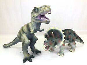 """Toys R Us Maidenhead TRICERATOPS Dinosaur Large Rubber Figure Toy 17/"""" Long"""