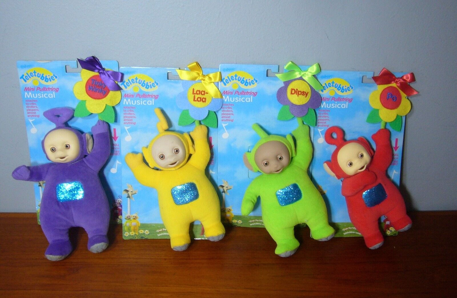Set 4 Teletubbies Pullstring Musical Musical Musical Plush Doll Lot New In Package 1999 Eden Toy a46