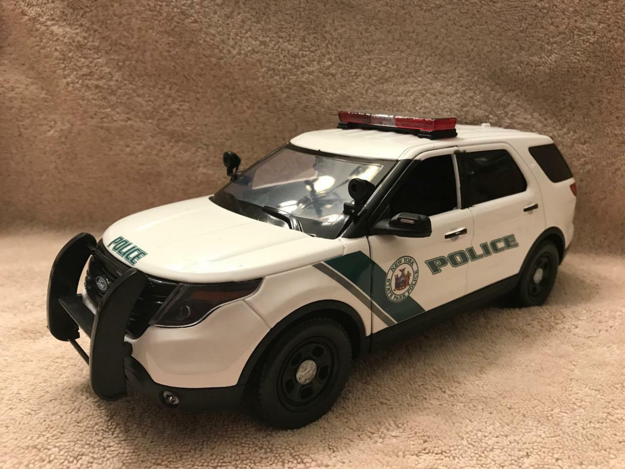 1 18 SCALE DIECAST NEW YORK STATE PK POLICE  FORD SUV W WORKING LIGHTS AND SIREN