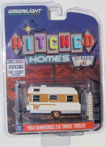 GREENLIGHT HITCHED HOMES SERIES 1 1964 WINNEBAGO 216 TRAVEL TRAILER 1:64