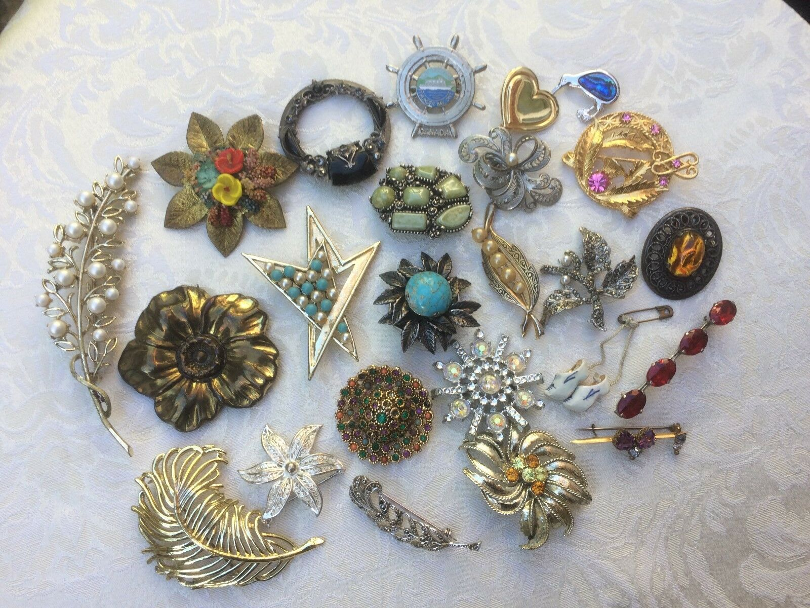 08a8bae8bd0 Job Lot of Vintage X 24 Brooches - Brooches nnvllw20373-Brooches & Pins