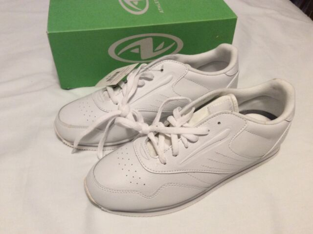 ATHLETIC WORKS WOMENS WHITE LACE UP SNEAKER size 11