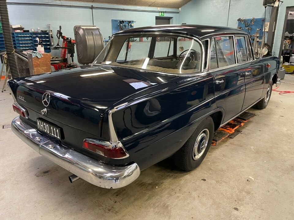 Mercedes 220 SB 2,2 Benzin modelår 1961 km 0 Mørkblå ABS