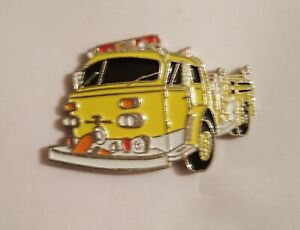 American Lafrance 800 Fire Engine - Yellow Truck - Classic Enamel pin Badge #V