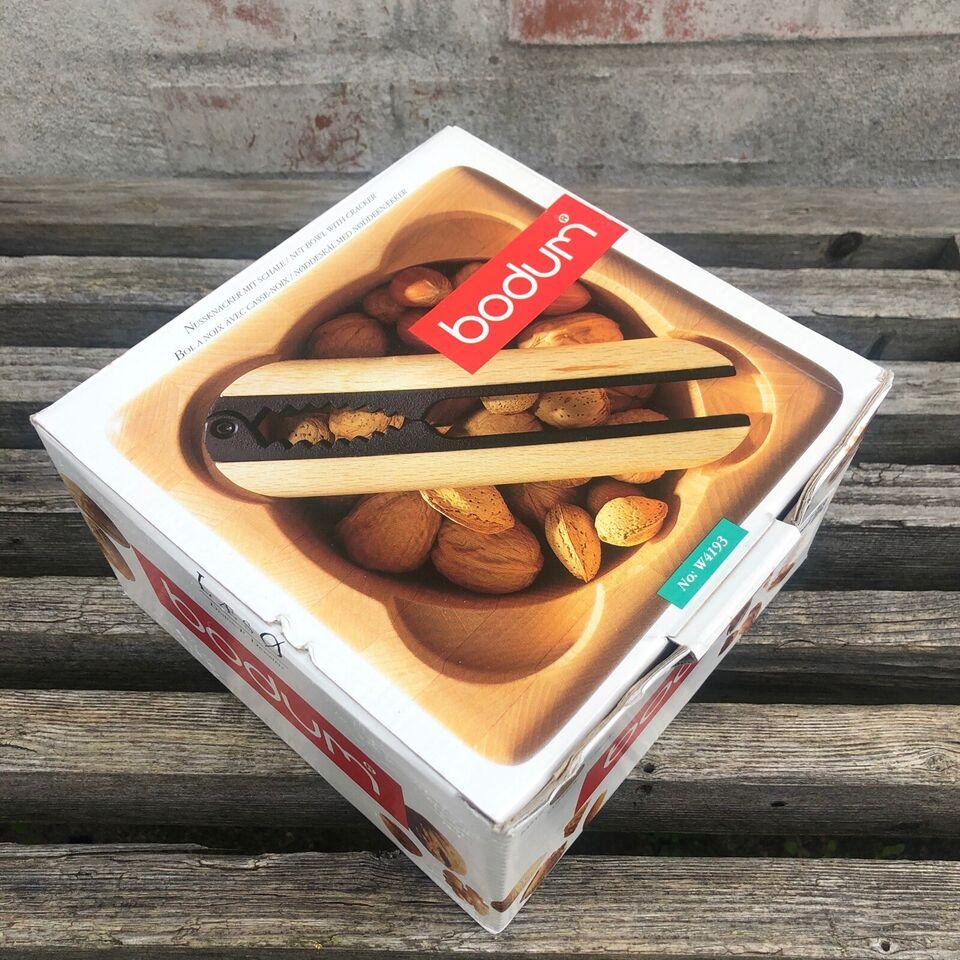 Nøddeskål med nøddeknækker
