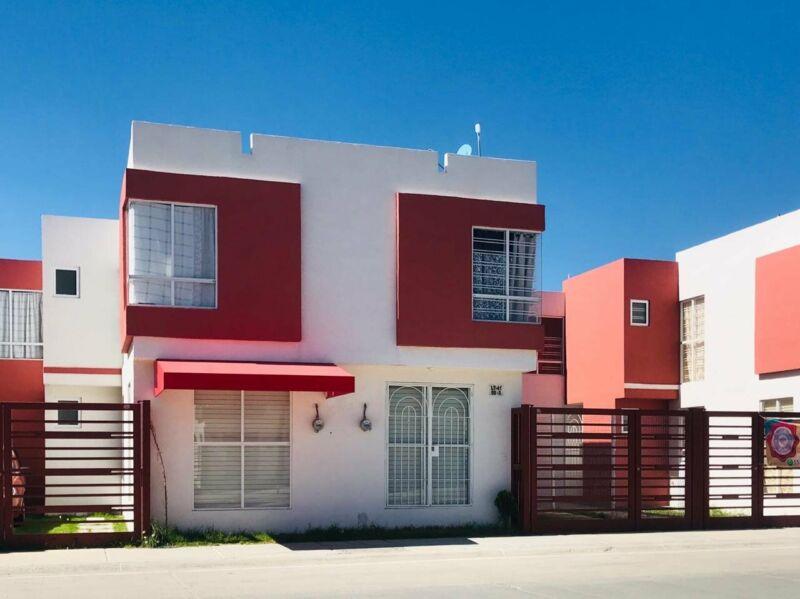 se vende casa 3 recamaras con local comercial en Los Héroes Tizayuca
