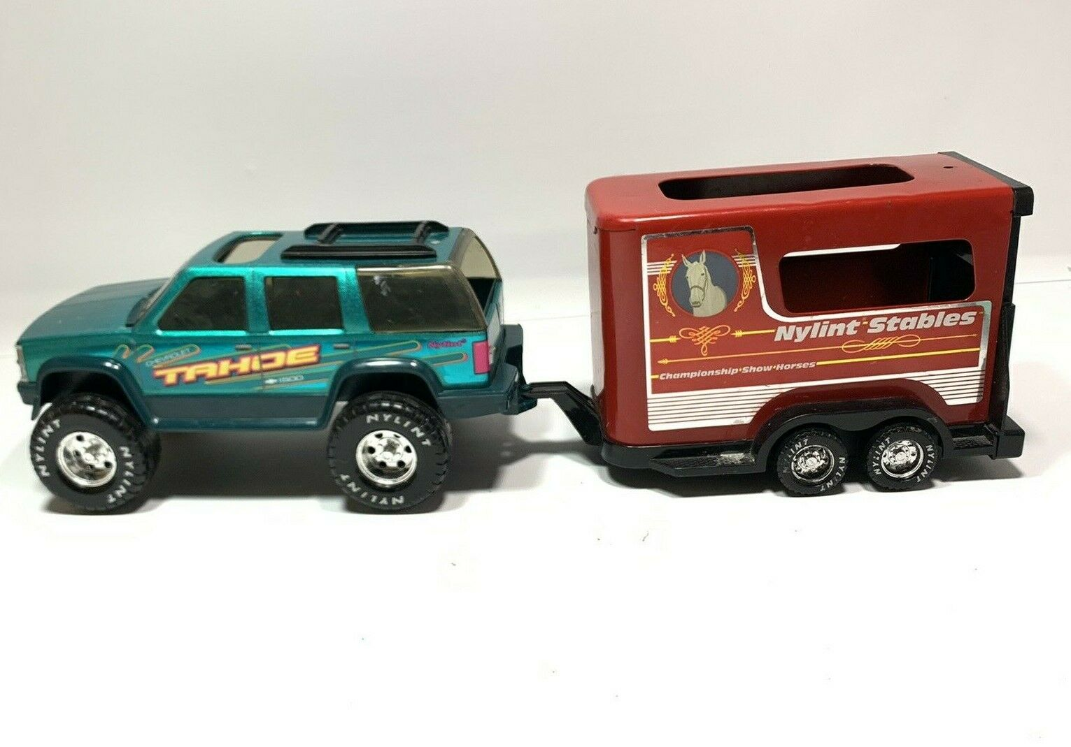Vintage 1996 Nylint Chevy Tahoe 1500 Truck & METAL HORSE TRAILER Nylint Stables