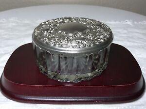 Ornate-Vintage-Silverplate-amp-Glass-Lidded-Powder-Dresser-Trinket-Box-Repousse