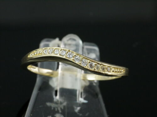 333 Gold  Ring mit  14 gefaßten Zirkonia Steinen  Größe 52 mit Brilliantschliff