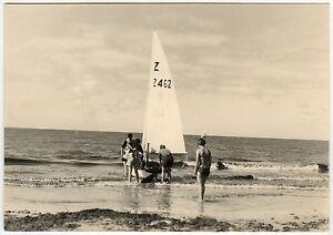 PHOTO-ANCIENNE-VINTAGE-SNAPSHOT-MER-BATEAU-REGATE-VOILIER-SEA-SAILBOAT