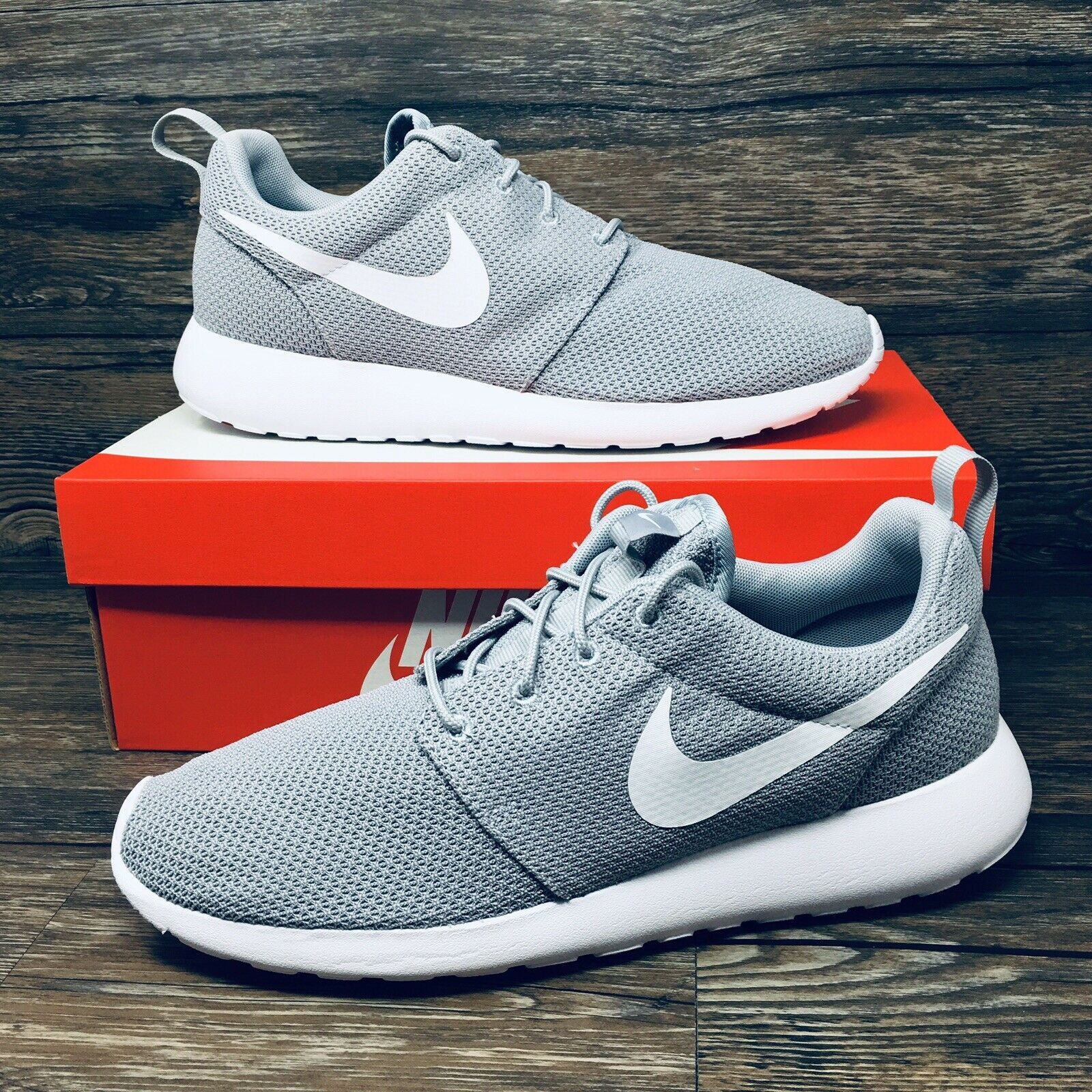NEW Nike Air Roshe One (Men Size 9.5) Wolf Grey White Running Workout Sneaker