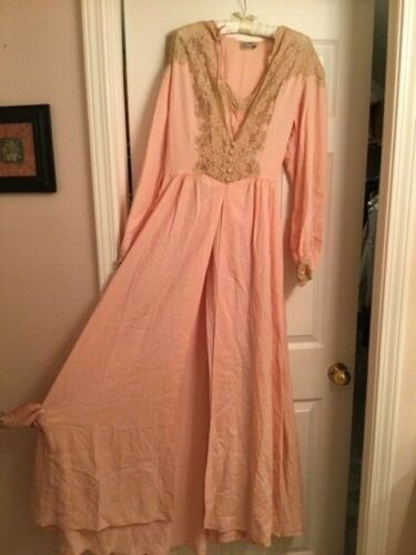 VINTAGE 1940s PEACH EMBELLISHED RAYON GOWN & ROBE