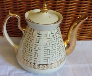 Hall-China-6-Cu-Philadelphia-teapot-white-Gold-Basket-weave-Vintage-Mid-century