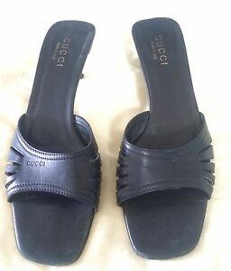 386771fb6c487 GUCCI Black Cutout Leather Open Toe Kitten Stacked Heel Mules Shoes ...