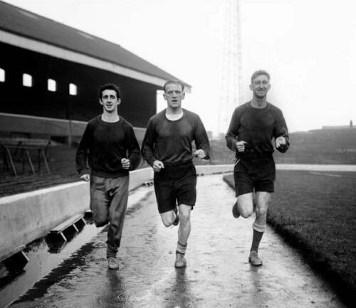 Blackburn-Rovers-Footballers-Roy-Vernon-Tommy-Johnston-OLD-FOOTBALL-PHOTO