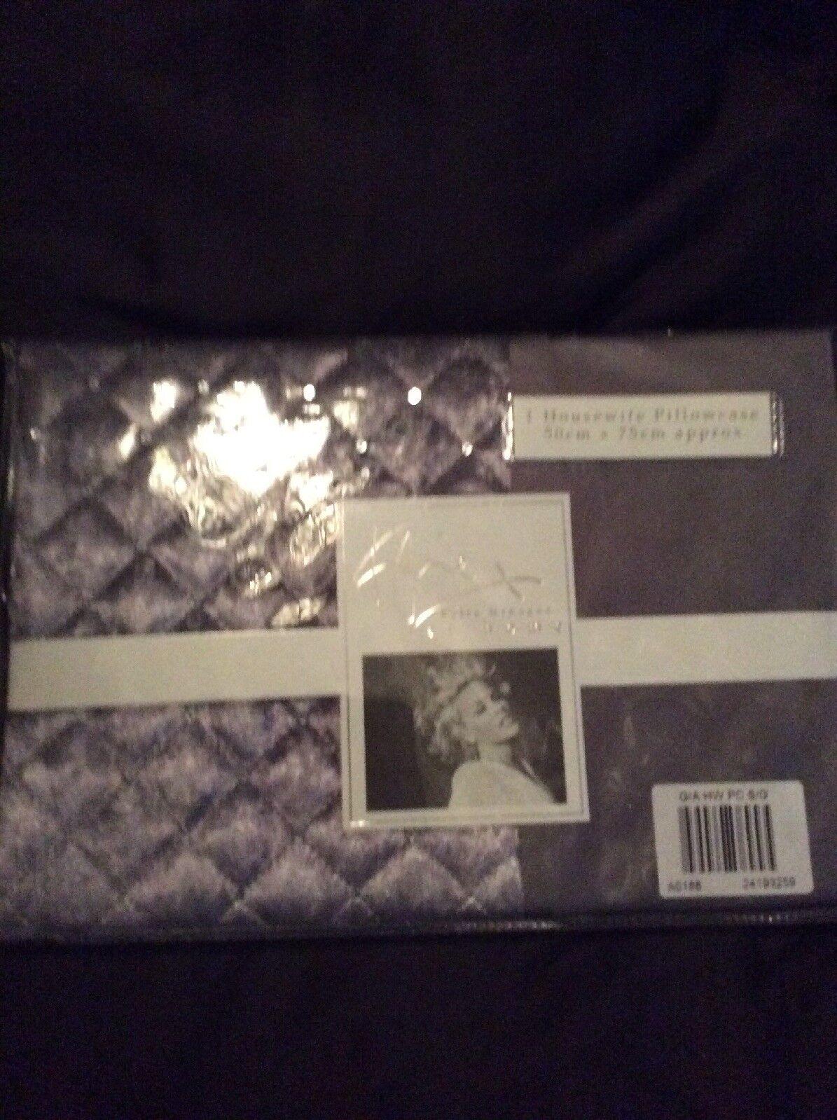 Kylie Gia hauswife Pillowcase X 2