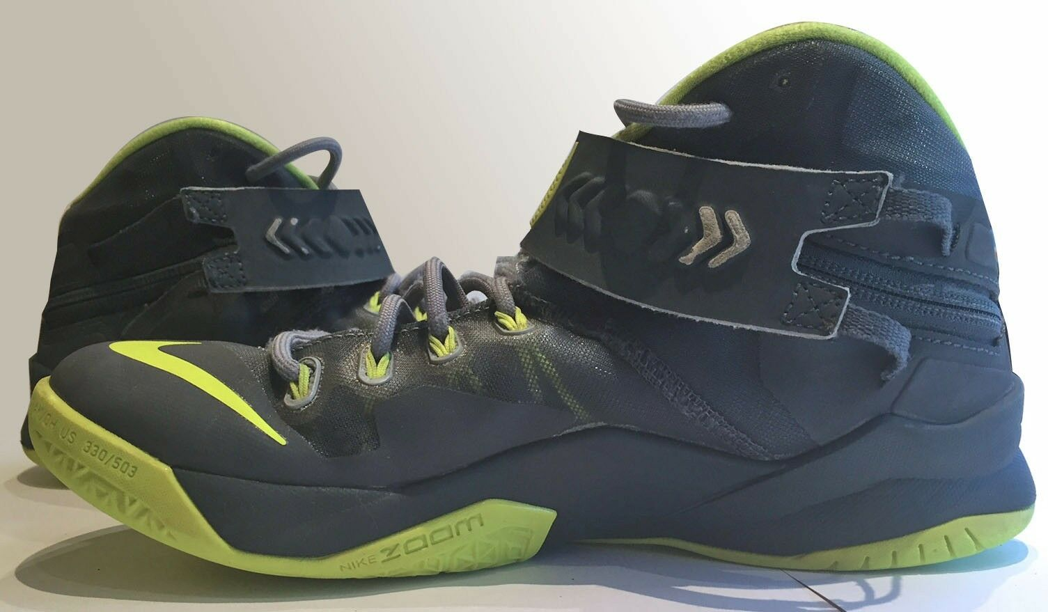Nike gray/volt Zoom LeBron Soldier 8 in magnet gray/volt Nike green youth size 7 34c34a