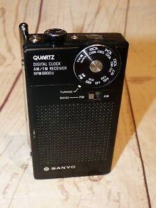 sanyo rpm6800u radio mini radio mit uhr ebay. Black Bedroom Furniture Sets. Home Design Ideas