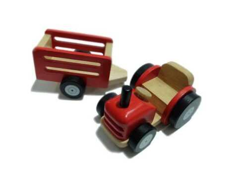 Holztraktor mit Anhänger Fahrzeuge Bauernhof