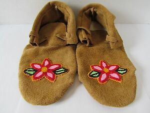 a1d3907a9 Image is loading BEAUTIFUL-NATIVE-AMERICAN-MOCCASINS-BEADED-FLOWERS- AUTHENTIC-9-
