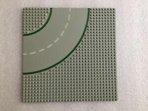 Lego plaque grise route circuit avec ligne verte croisement   25,5 x 25,5