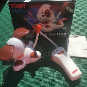 Vintage-Tomy-Dash-The-Dog-Big-Fun-Remote-Control-Moves-Back-Forward-Turns