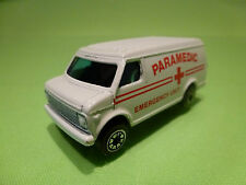 GREAT BRITAIN CHEVY CHEVROLET VAN - AMBULANCE PARAMEDIC - WHITE 1:70? - GOOD