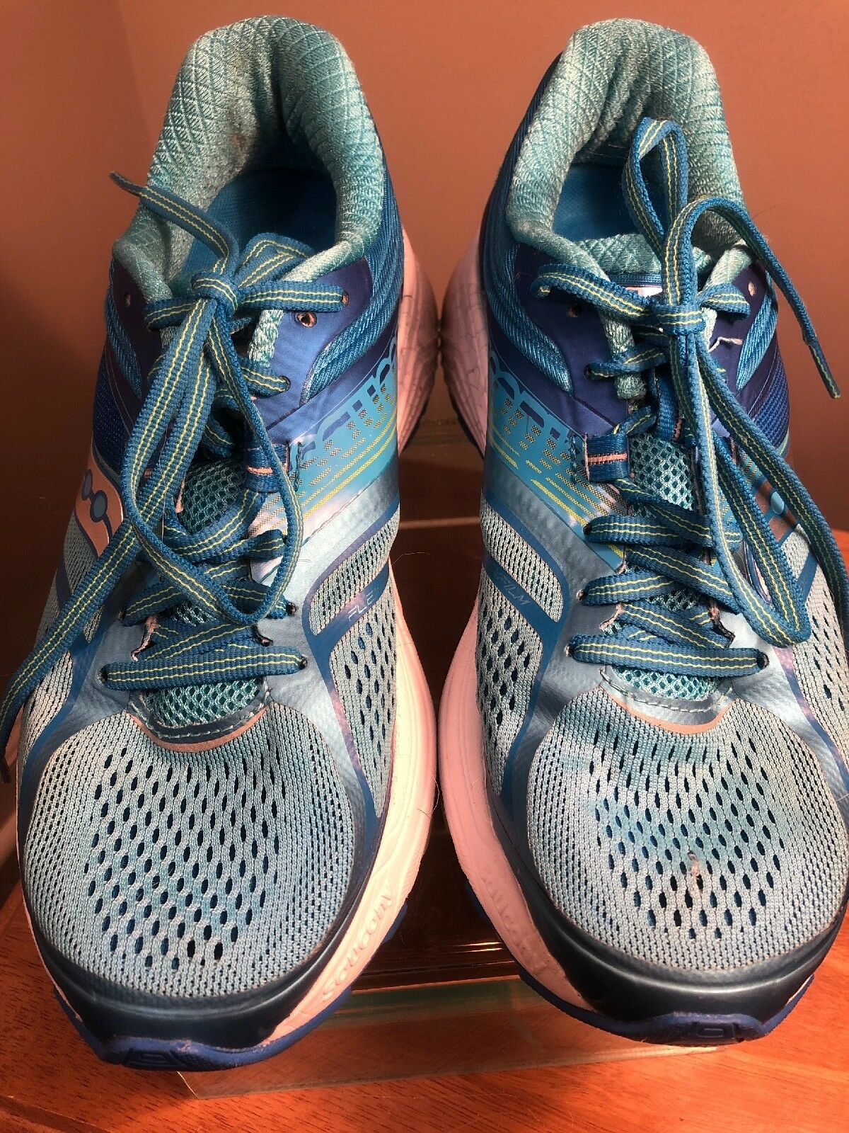 Saucony Womens Guide 10 Light bluee bluee Running shoes Size 7.5 (89595)
