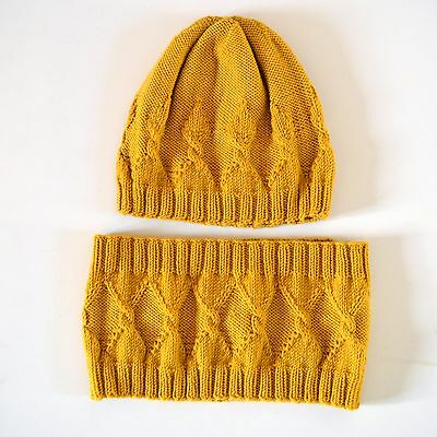 Hand Knitted My Crown Beanie and Cowl Set (for child 3-4 years size)