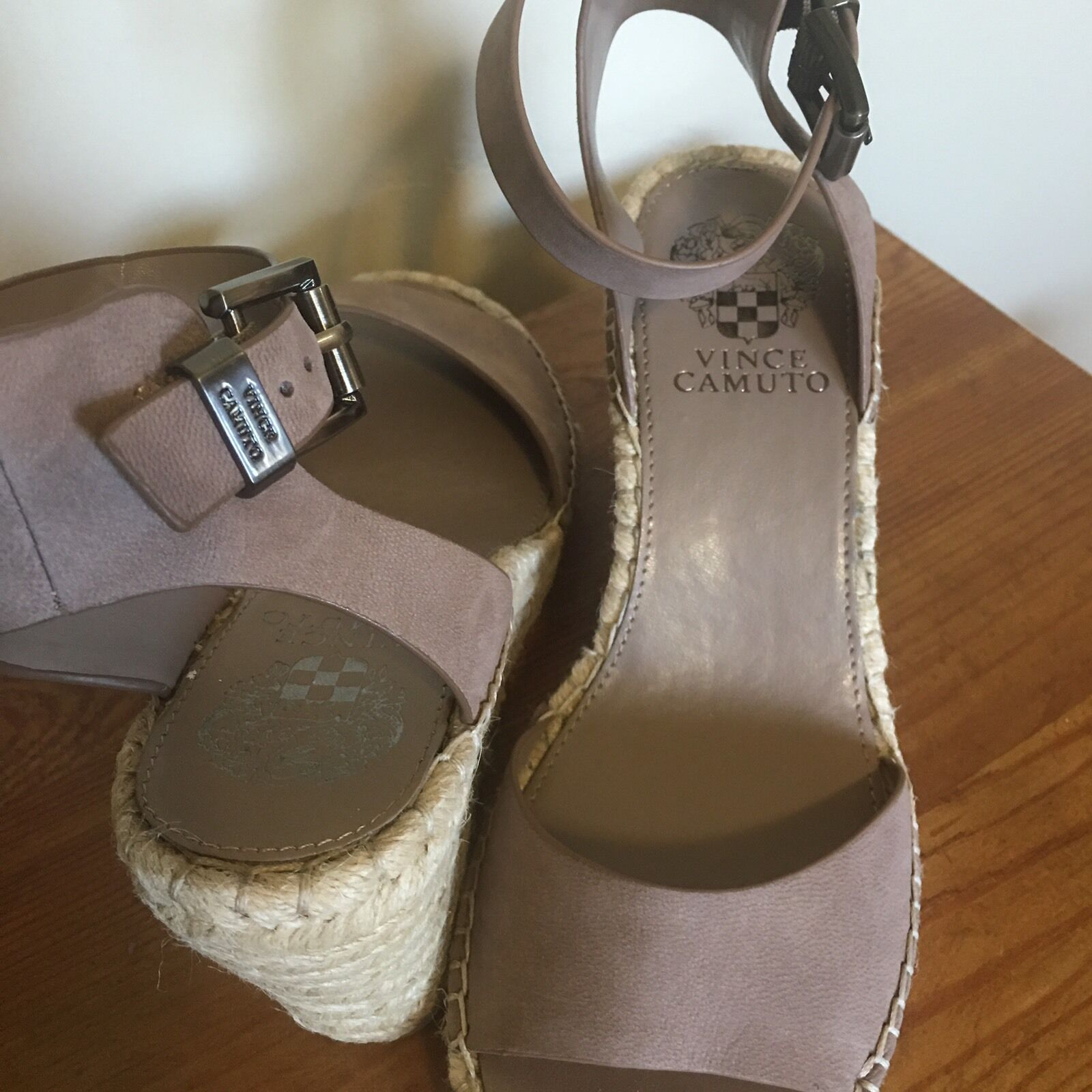 Vince Camuto Open Tagger Espadrille Leather Wedge Open Camuto Toe Taupe Sandal Heel 8.5 660ffe
