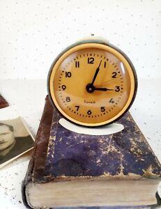 Alarm-clock-Vityaz-mechanical-soviet-clock-1960s-working-condition