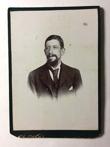 Large-Victorian-Cabinet-Card-Photo-CDV-Gentleman