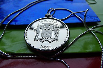 """Fine Necklaces & Pendants Sporting 1975 Jamaica Island Gem Coin Mirror Proof Pendant On A 30"""" Round Silver Chain."""