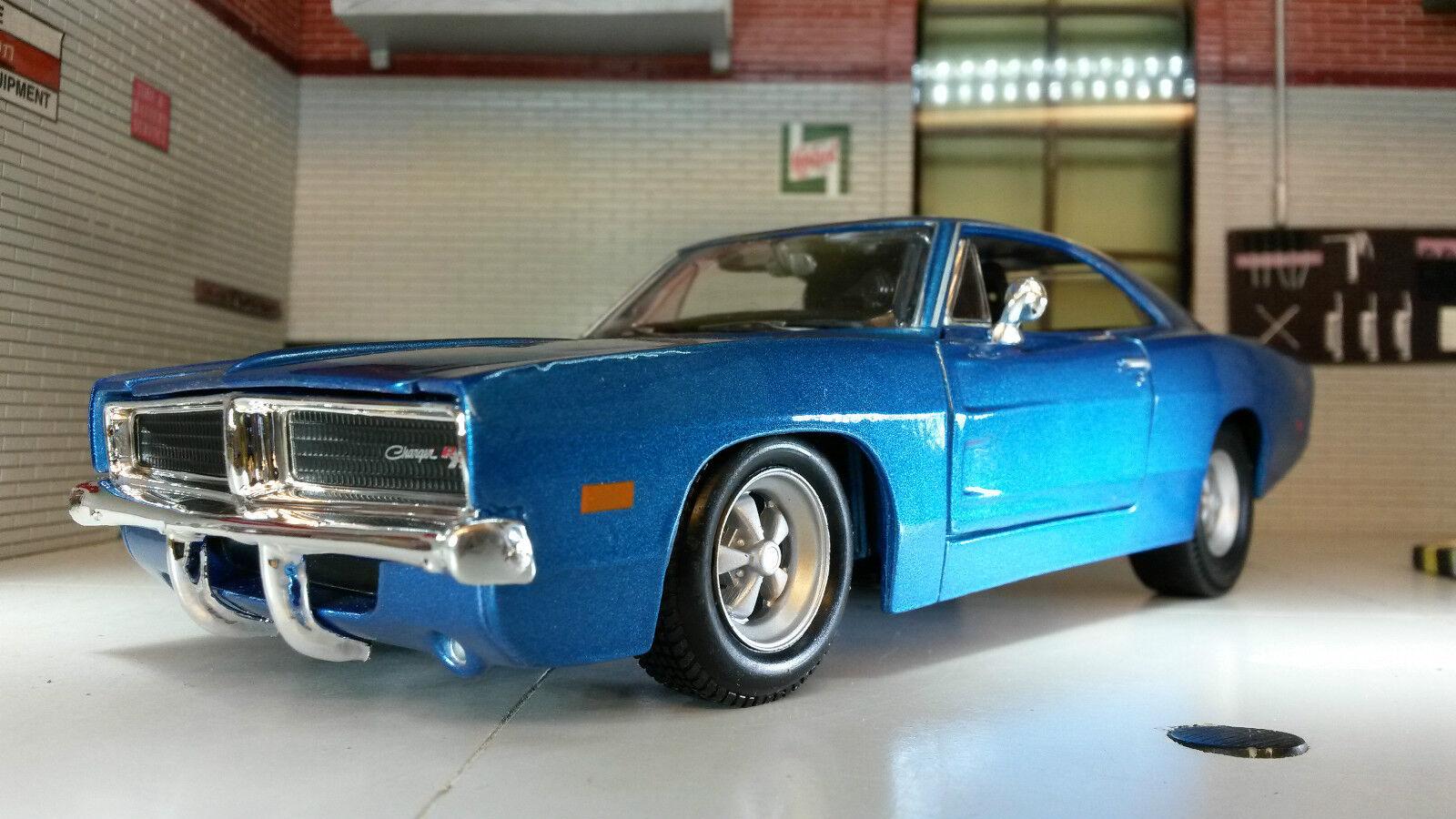 1 24 25 Scala Dodge Charger blå R  T 1969 V8 Maisto bil modelllllerlerlo 31256 LGB