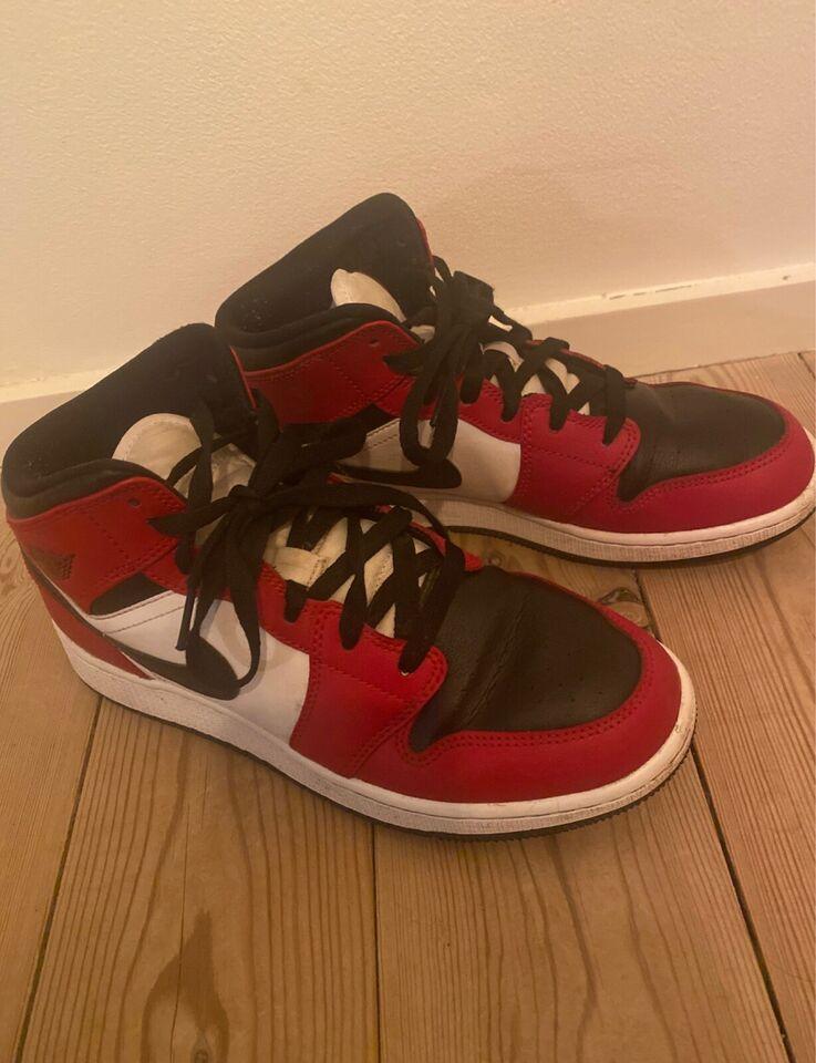Sneakers, str. 40, Air Jordan 1