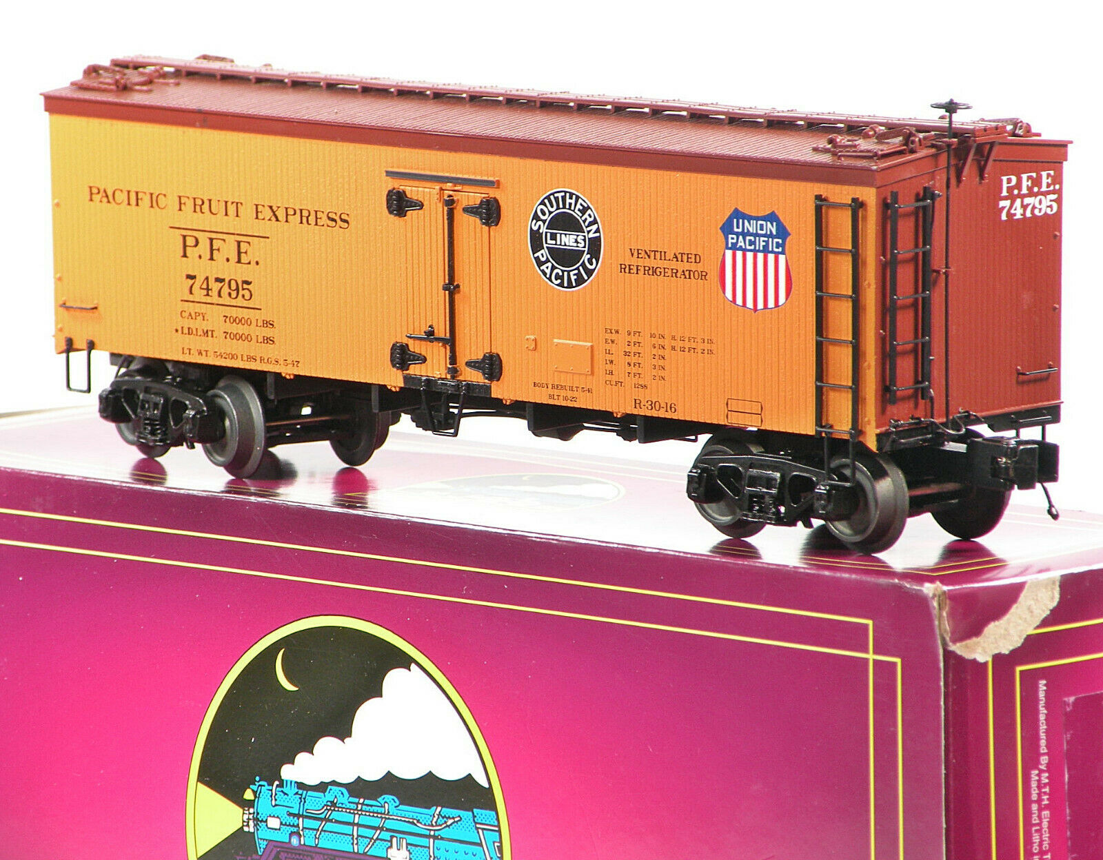 MTH 20-94421 Pacific Fruit Express PFE 36' Wood Side Reefer C10