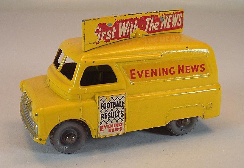 Matchbox Regular Wheels Nr. 42 A Bedford Evening News yellow GPW Lesney 3