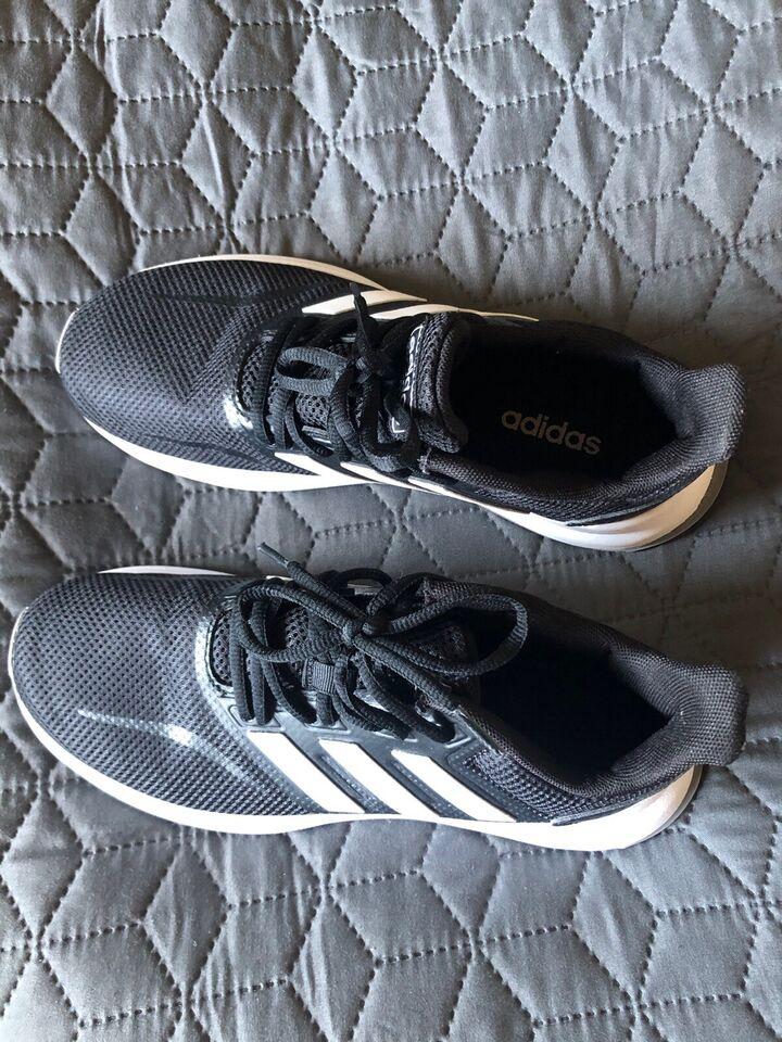 Andet, Indendørs sko, Adidas