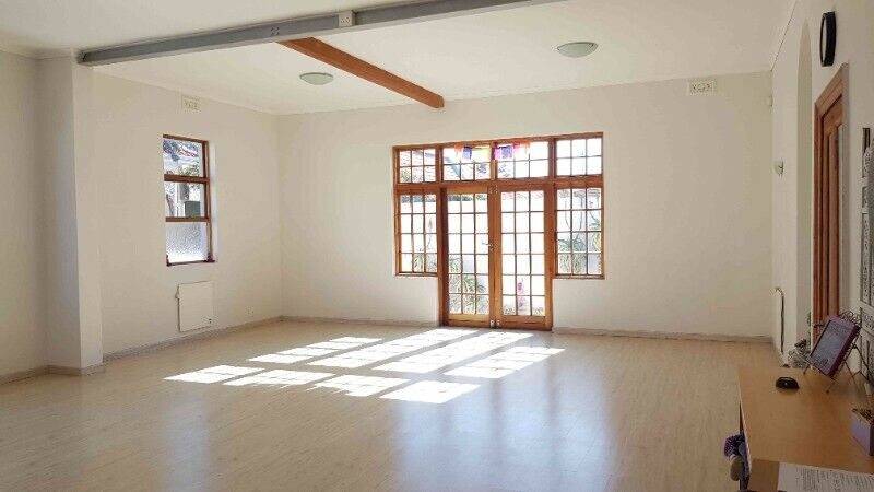 Large (60m2), light and airy studio space available for hourly rent in Muizenberg village.