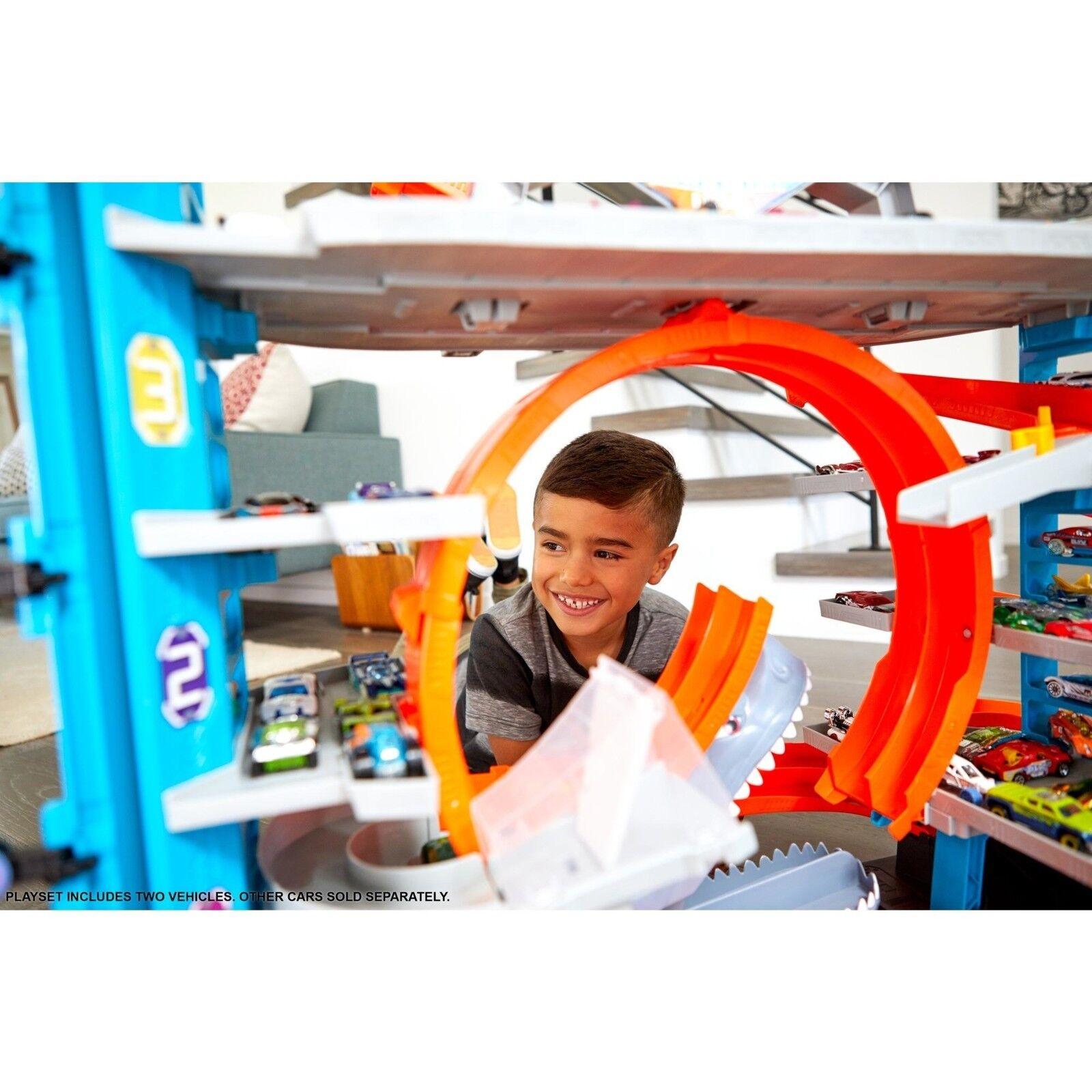 Hot Wheels garaje Ultimate Torre tiburón Bucle hipódromo Set con dos vehículos NUEVO