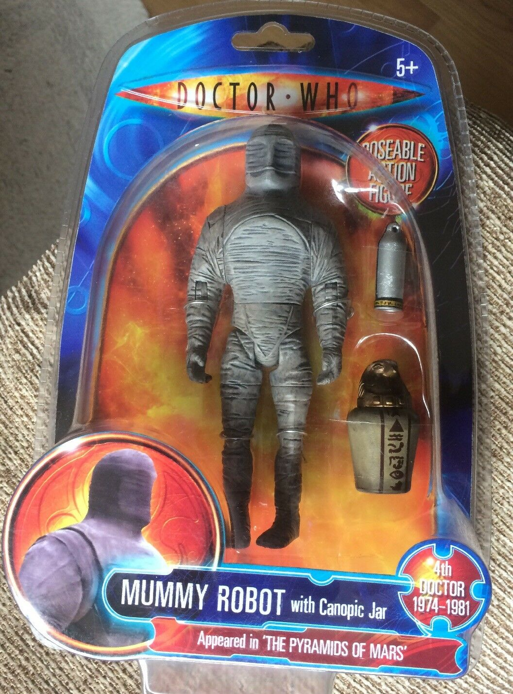 """DOCTOR WHO MUMMY ROBOT ROBOT ROBOT """" Pyramids Of Mars"""" ACTION FIGURE WITH CANOPIC JAR Age 5+ f76076"""