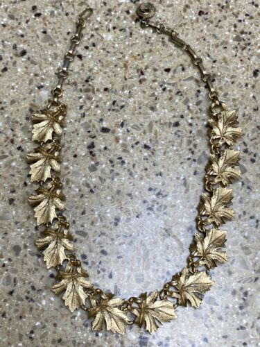 Vintage Lisner Goldtone Leaf Necklace
