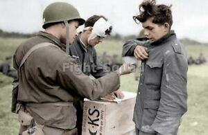 WW2-Picture-Photo-American-soldier-with-German-POWs-3246