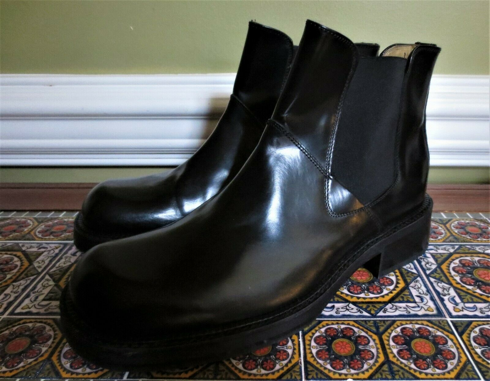 Kenneth Cole New York Black Leather Gored Slip On Dress Boots 10 ITALY