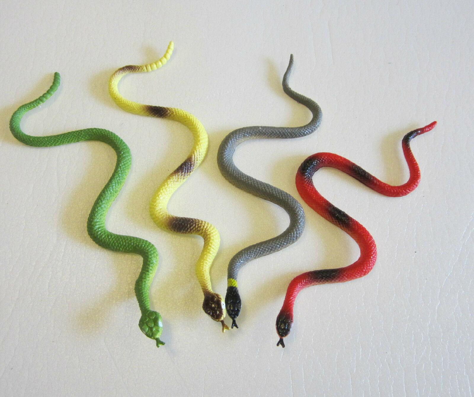 """7 COILED RAIN FOREST RUBBER SNAKES 36/"""" TOY REPTILE FAKE JUNGLE SNAKE GAG GIFT"""