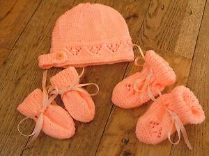 HAND Knitted Nuovo di Zecca Peach baby cappellino, guanti di pelle, Scarpine Set 0-3/3-6/6-9 mesi