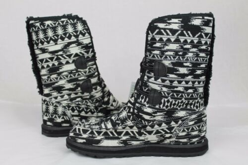 WHITE SIDEWALK SURFER BOOTS YOGA MAT SOLE SIZE 6 US SANUK HORIZON  BLACK