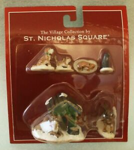 St Nicholas Square Village Accessories Pets 3 cats, 2 dogs, 1 dog w/ kennel