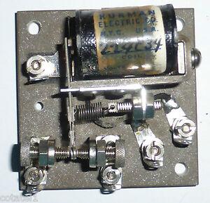 Relais-1RT-4-volts-a-vis-micrometrique-Kurman-WWII-sur-base-en-pierre-agglomere