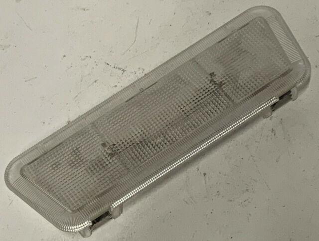 VAUXHALL CAVALIER MK3.. FRONT INTERIOR//COURTESY LIGHT  OE 90460774